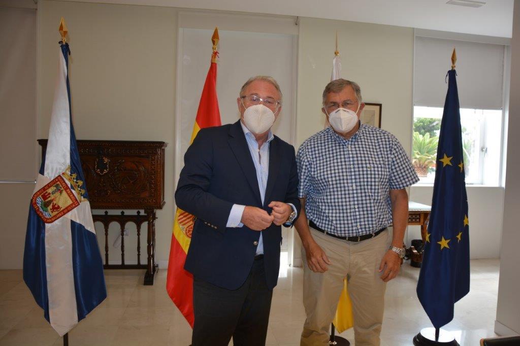 puerto de almeria2 - El presidente del puerto de Almería conoce el modelo de Las Palmas y Tenerife